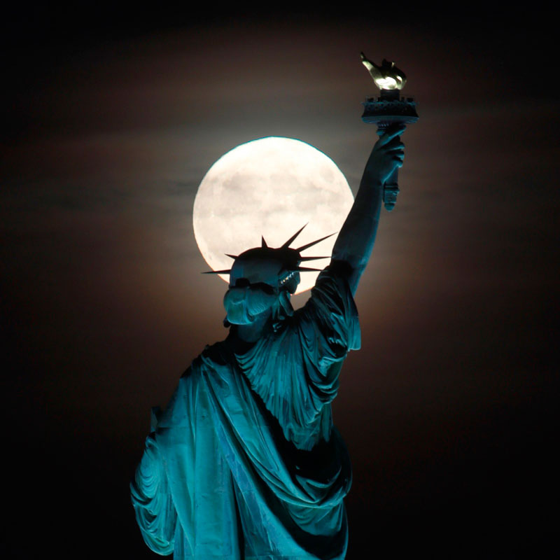 Statue-of-Liberty-and-Moon
